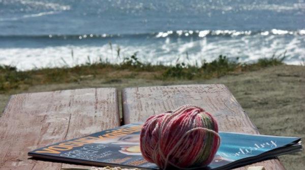 Tricoter à la plage